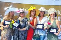 Hats please, dress code del gran premio di Agnano in premiazione